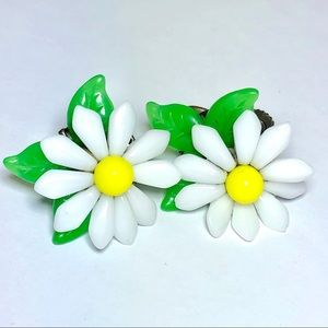 Vintage 1960's lovely lucite Daisy's